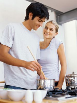 Couples Who Cook Together Have Happier Sexier Relationships