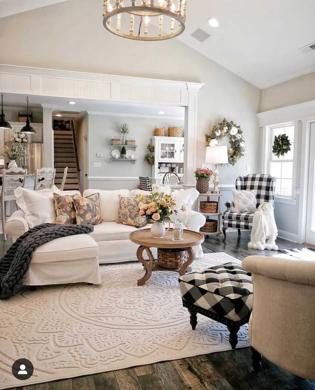 Stylish Farmhouse Home Decor On Instagram Love The Texture In This Rug Br French Country Living Room Farm House Living Room Rustic Farmhouse Living Room