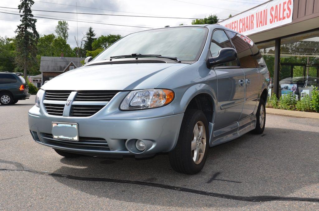 Front Left Side View Of The 2006 Dodge Grand Caravan Sxt With An Amerivan Conversion For Sale Grand Caravan Grands Caravan