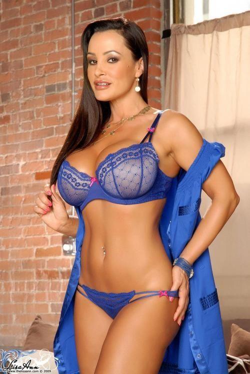 Lisa Ann im blauen Bikini