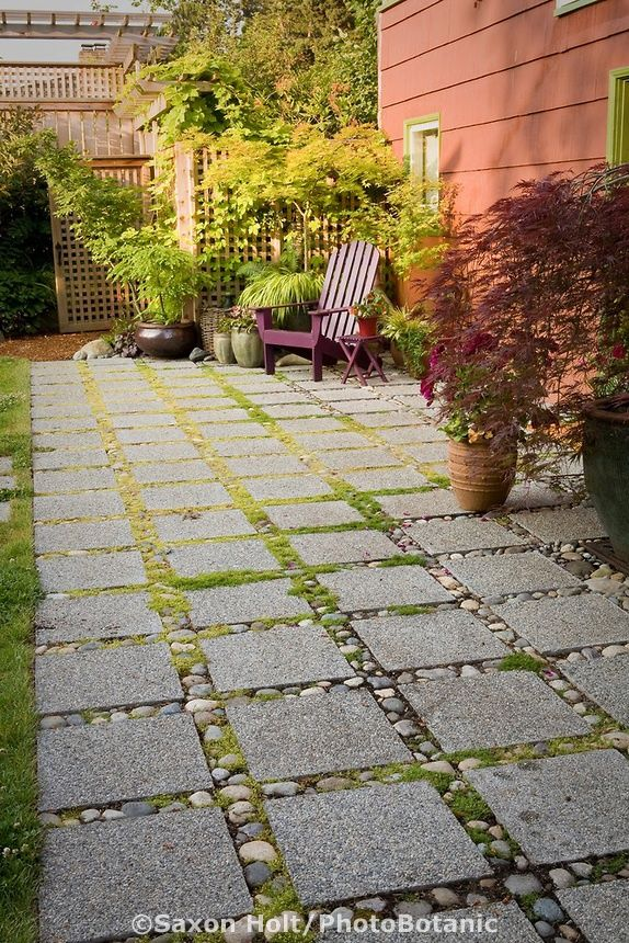 permeable patio with concrete aggregate pavers for water drainage