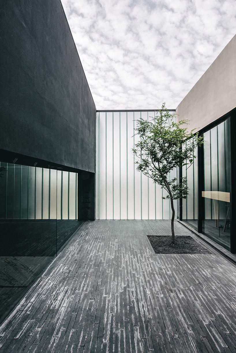 A Quarry And A Warehouse Designed By Esrawe Studio Showcase Material Library In Guadalajara Con Imagenes Arcas Arquitectura Guadalajara