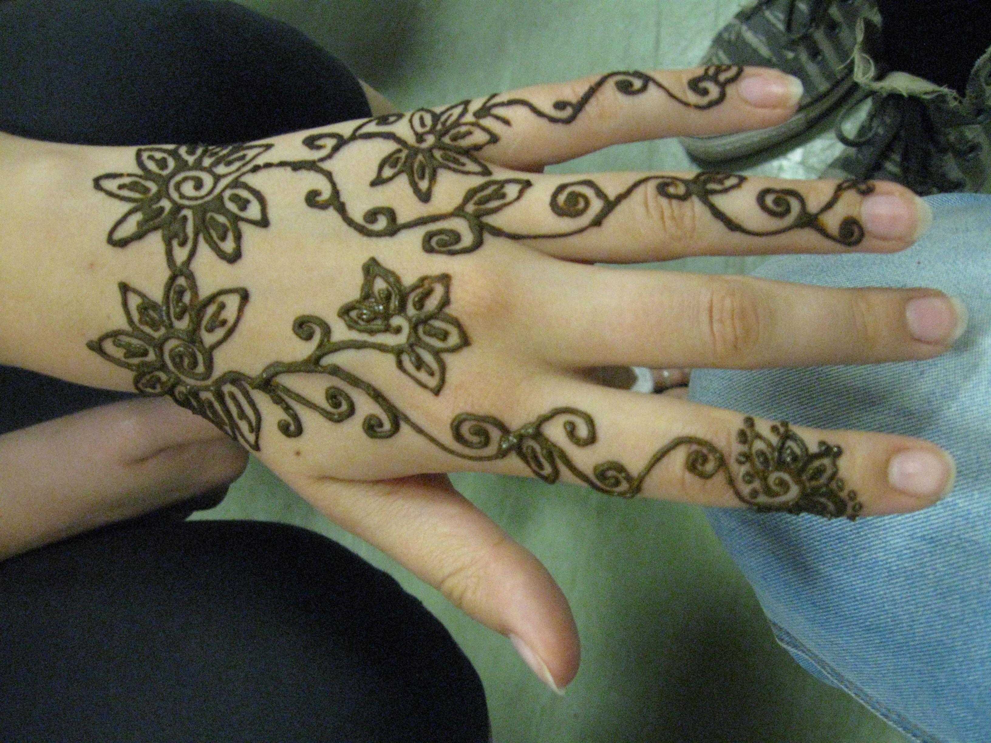 Henna Tattoo Zagreb : Really quick easy and simple henna design dots