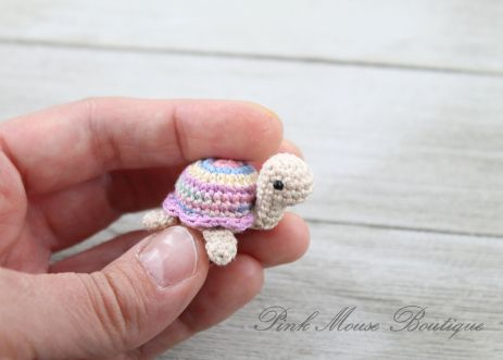 Little Miss Turtle (Free Crochet Pattern) – Pink Mouse Boutique