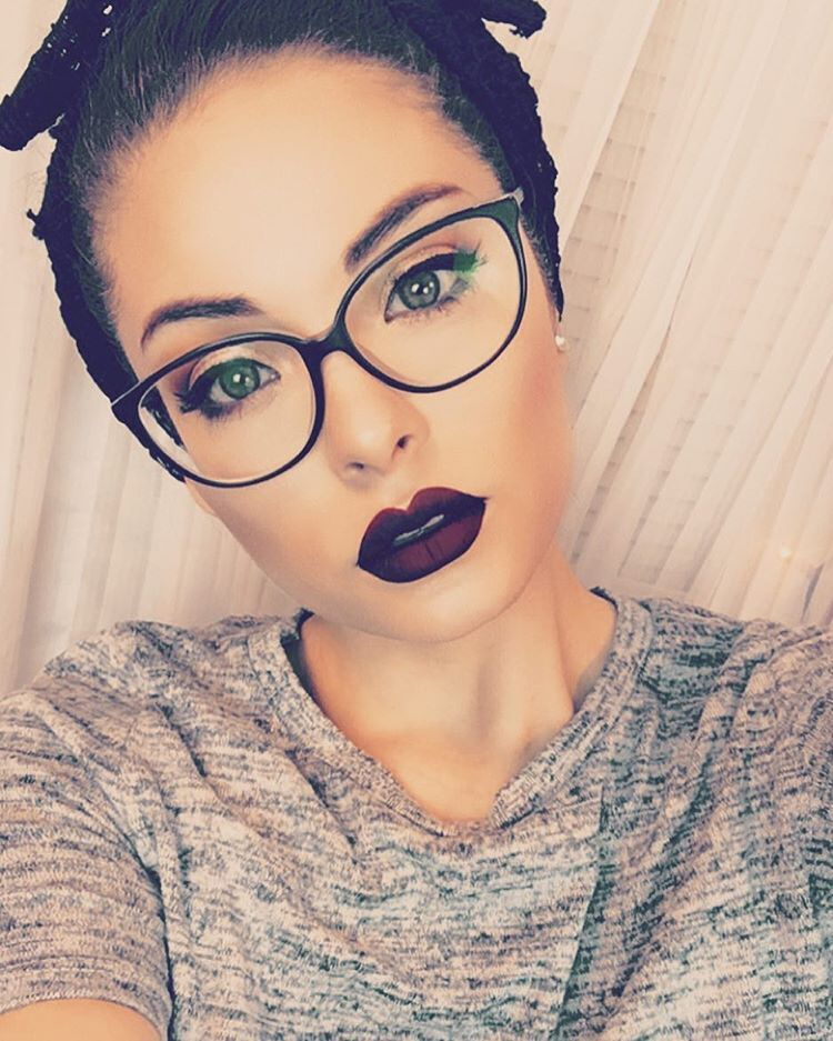 7fa55d42f7 Lindo labial y lentes | My Style! in 2019 | Maquillaje lentes ...