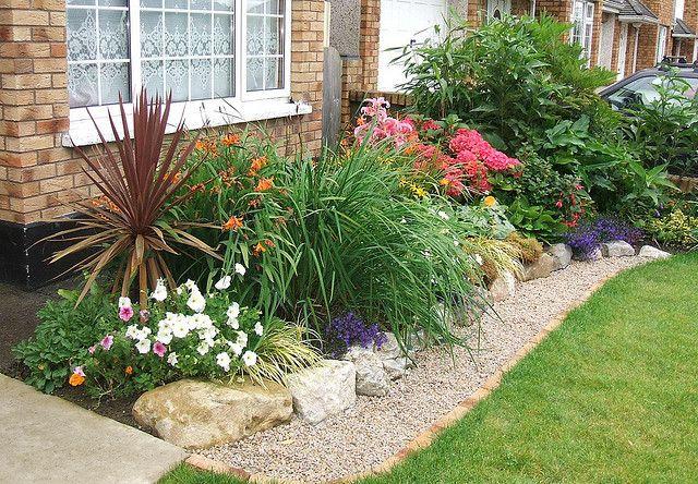Pea gravel mowing strip. Gravel landscaping, Garden