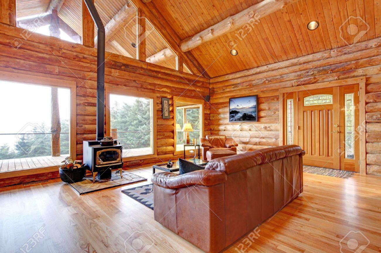 Interiores casas de madera interiores con techos de - Casas de madera interiores ...