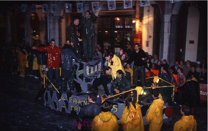 Aprovechando la llegada del Antroxu (Carnaval) recomiendo dirigirse a Avilés el sábado 9 de febrero y no perderse el Descenso Internacional y Fluvial de la calle Galiana,a partir de las 18:30 h.  Veremos desfilar los más singulares personajes y artilugios entre chorros de espuma.    Descenso de Galiana - Antroxu de Avilés.