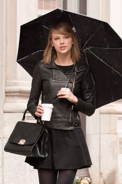 Love Her Short Hair And Her Super Cool Cold Weather Outfit 3 Taylor Swift Style Taylor Swift Short Hair Taylor Swift