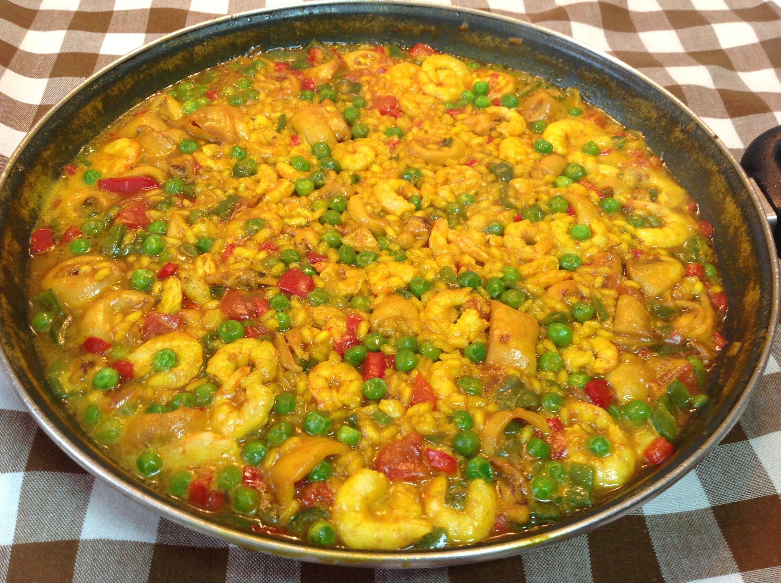 Paella de arroz con calamares y gambas facil y muy rica palmiser - Cocinar con conservas ...