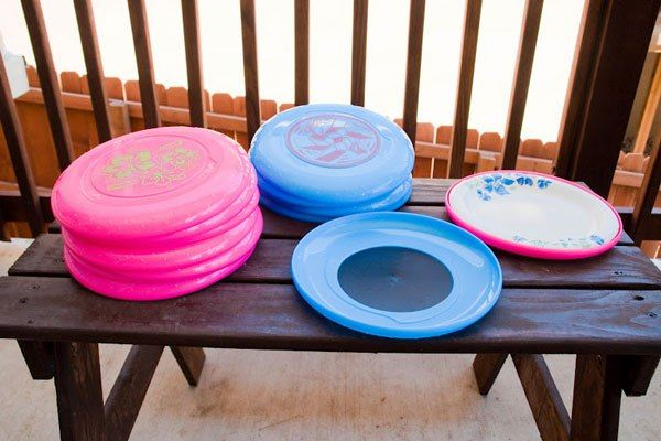 frisbee paper plate holder 50 Creative Ways to Repurpose Reuse and Upcycle Old Things & frisbee paper plate holder 50 Creative Ways to Repurpose Reuse and ...