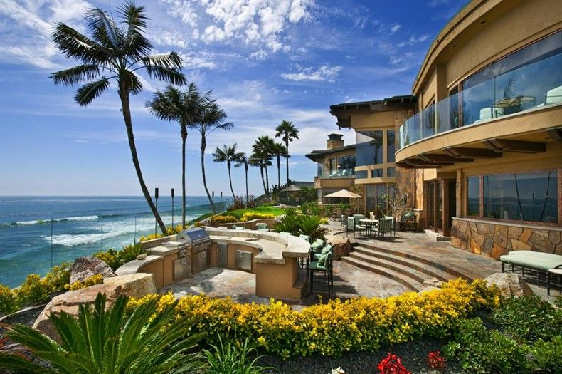 Gorgeous oceanfront mega mansion in carlsbad california for Luxury houses in california