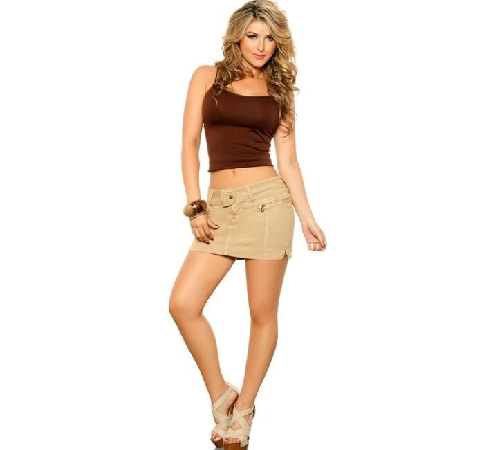 Ana-maria-cordoba-in-ventury-jeans-23.jpg 700×650 Pixel