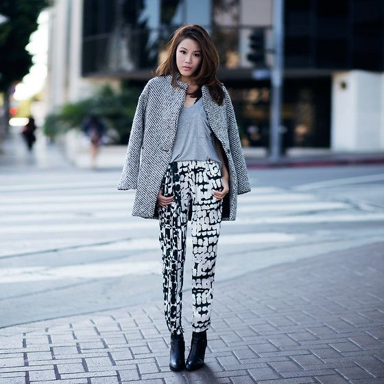lovely coat and trousers! lovely look!