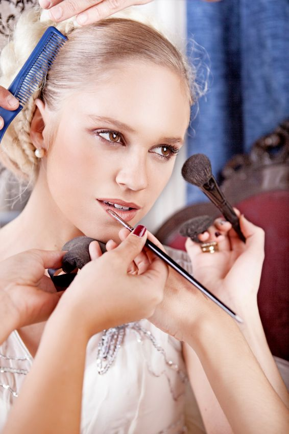 How to Find a Makeup Artist For Your Wedding