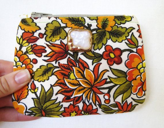 pouch, coin pouch, coin purse, zipper pouch So retro! Wouldn't you want to carry your coins in this pouch? You can get it here:https://www.etsy.com/listing/236895739/pouch-coin-pouch-coin-purse-zipper-pouch?ref=shop_home_active_10&ga_search_query=floral