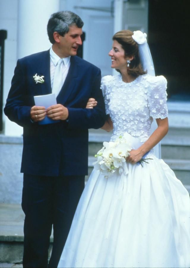 Carolyn bessette kennedy wedding dress xvon image for Bessette kennedy wedding dress