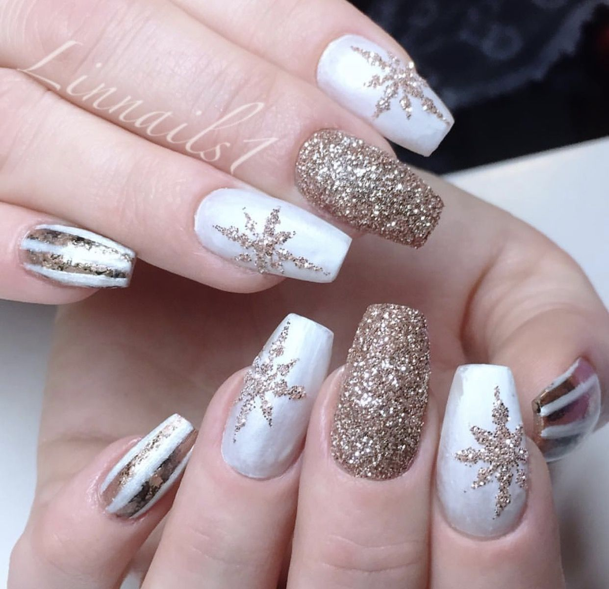 Christmas Nails With Glitter: White And Gold Glitter Nail Art With Snowflake Glitter