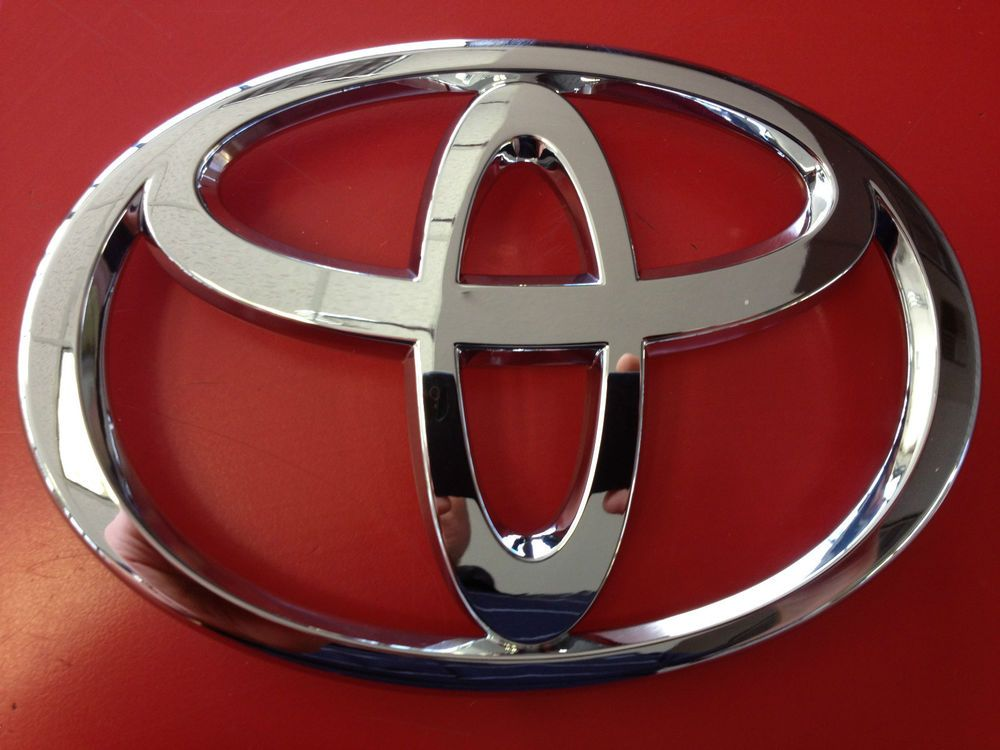 1998 1999 2000 Brand New Genuine Toyota Corolla Grille Emblem Oem
