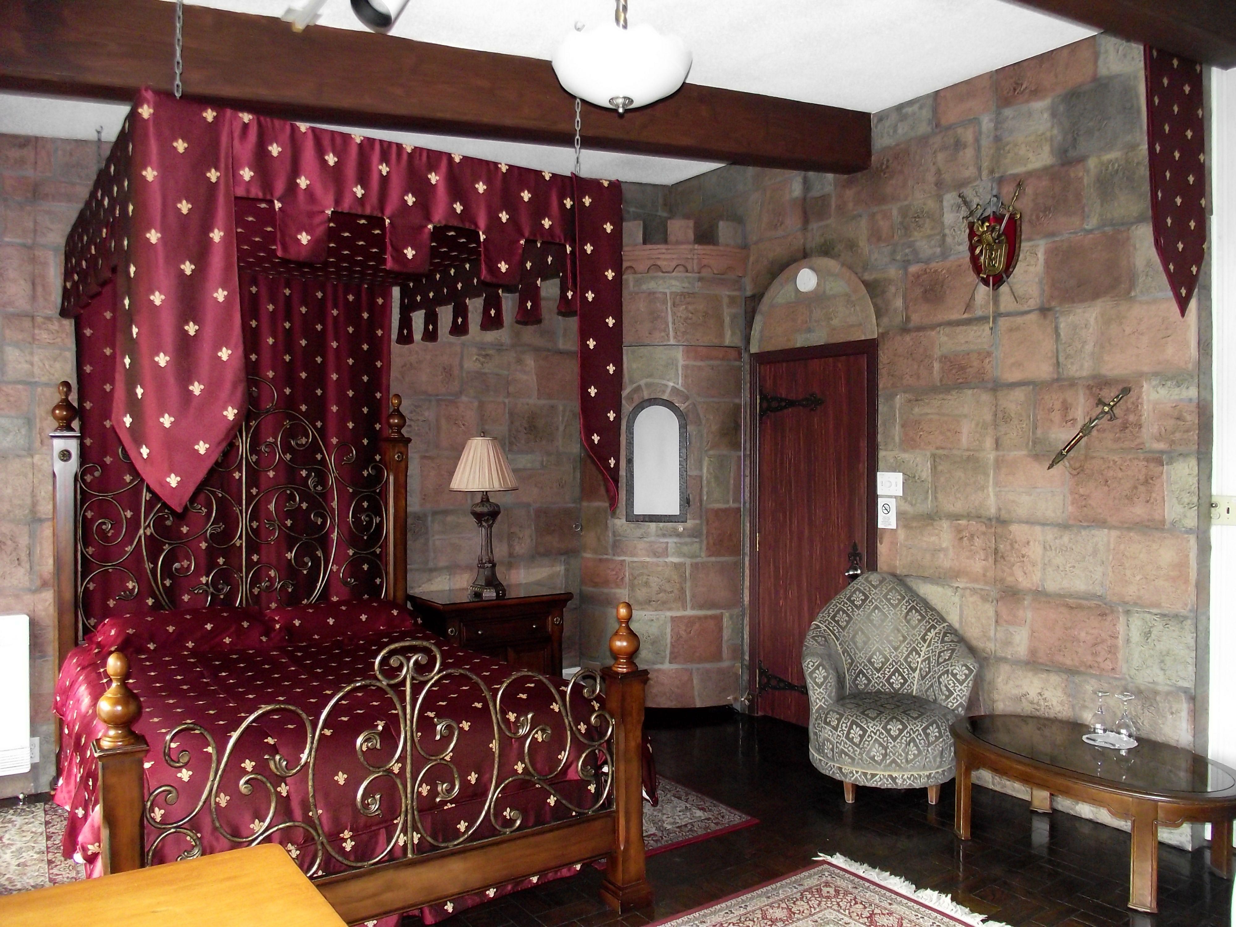 Le lit et le donjon de Roméo & Juliette