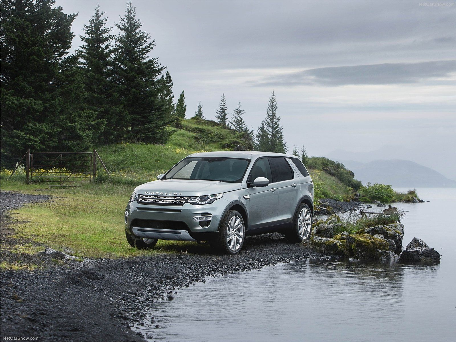 Land Rover Discovery Sport Front HD Wallpaper