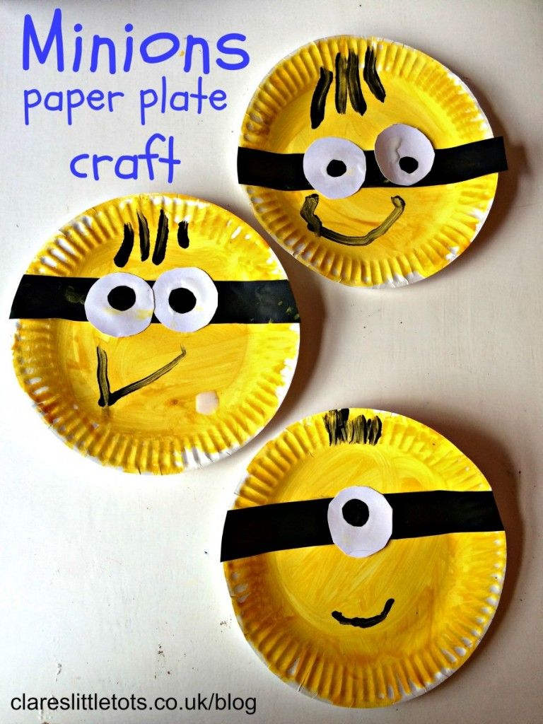 Fun and easy paper plate minions craft that toddlers and preschoolers can do themselves.