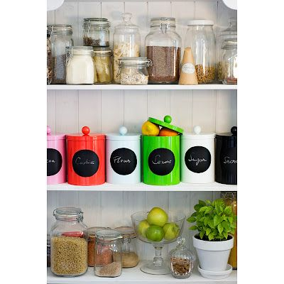 Cute pantry with awesome canisters from Lyxiga Plåtburkar.