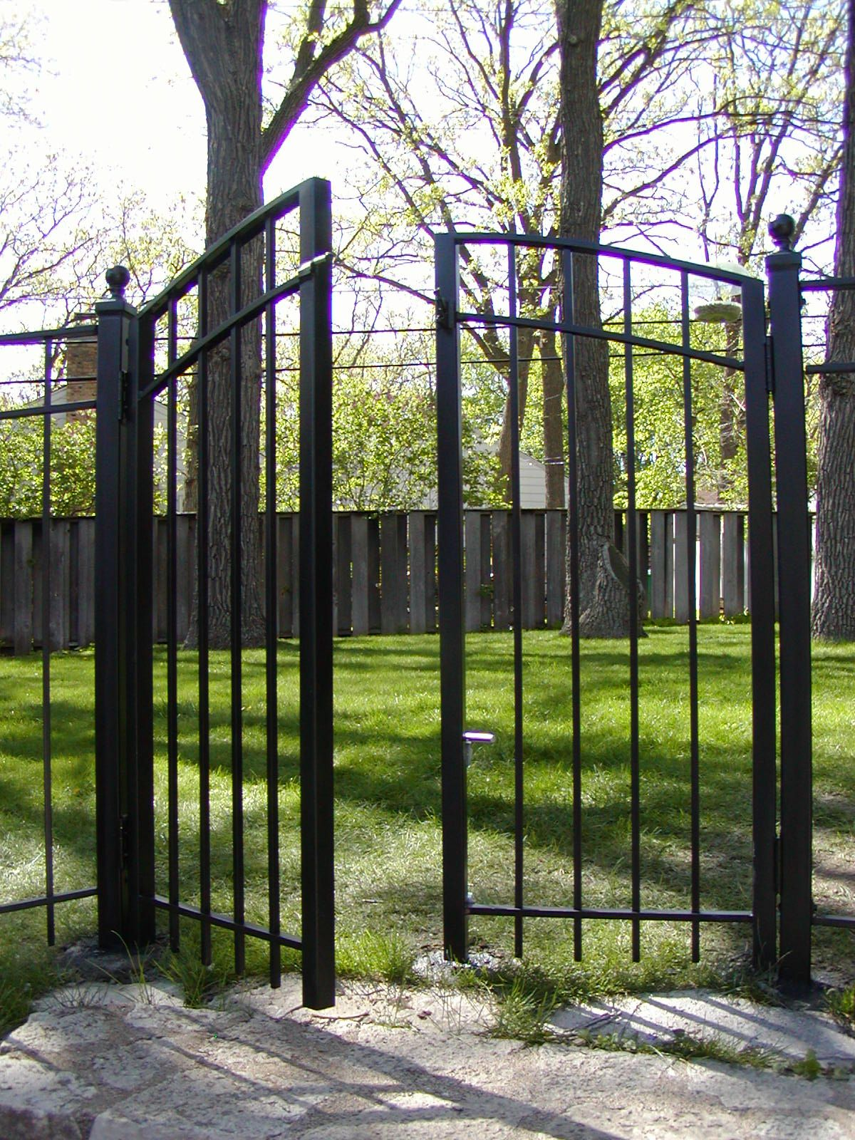 Double Iron Gate With Arched Top Iron Gates Gate Iron