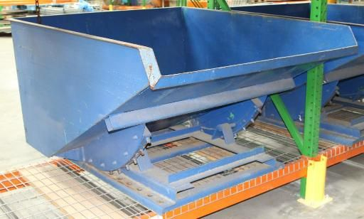 1 Self Dumping Hopper Self Dumping Hopper 1 1 2 Cu Yard 2000 Lbs Max Capacity 2 1 2 X 29 1 2 Fork Openi Material Handling Equipment Liquidation Auction