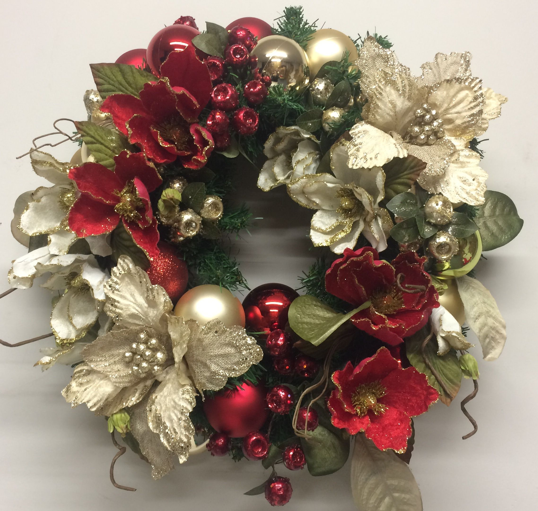 floral Christmas wreath in red and gold