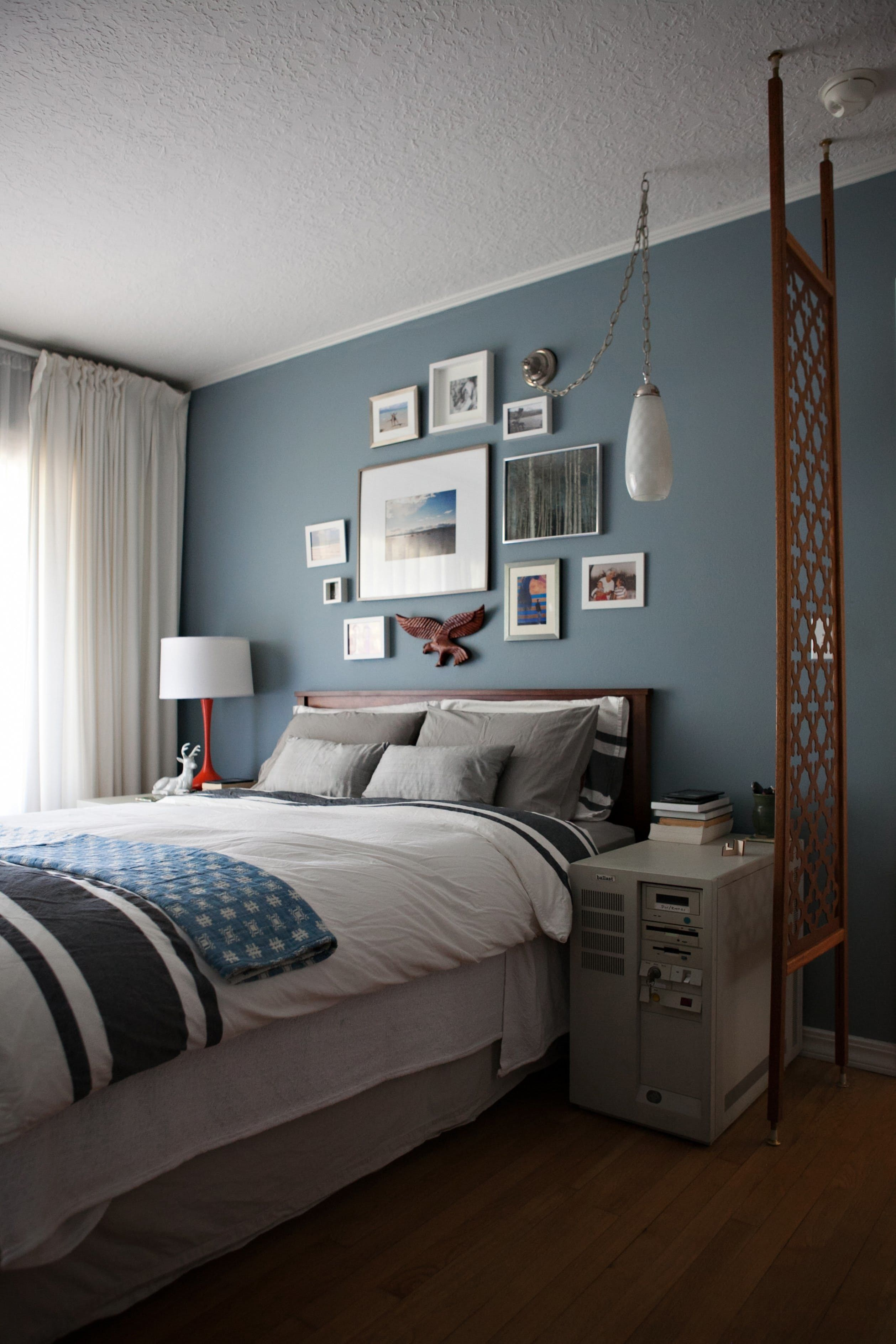 jen and eric s colorful mid century home house tours home and behr