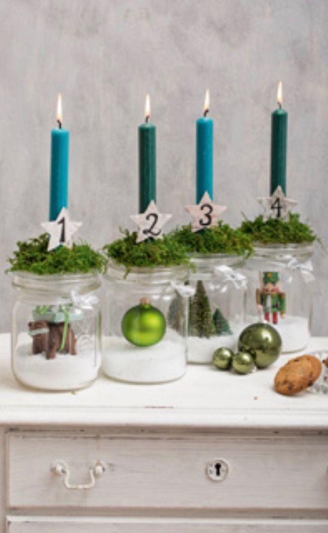 Schöne Idee, nur mit verschiedenen Farben und etwas anderer Dekoration – Basteln weihnachten - Adventskalender ideen #dekoration