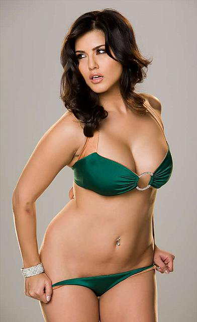 cloth Sunny leone without