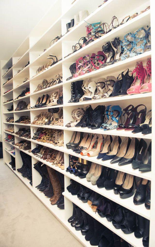 una pared para los zapatos. botas abajo!   Mi Proximo Closet ...