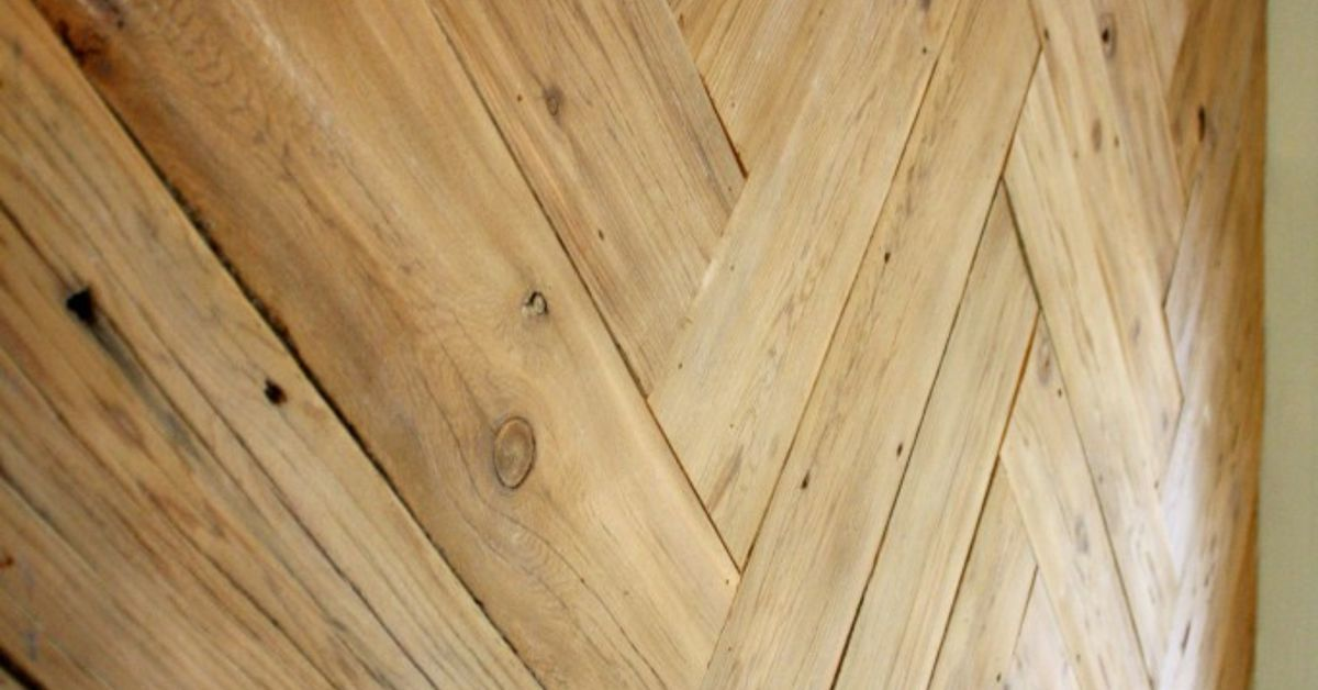 DIY Herringbone Plank Wall {upcyled from an ugly, old fence ...