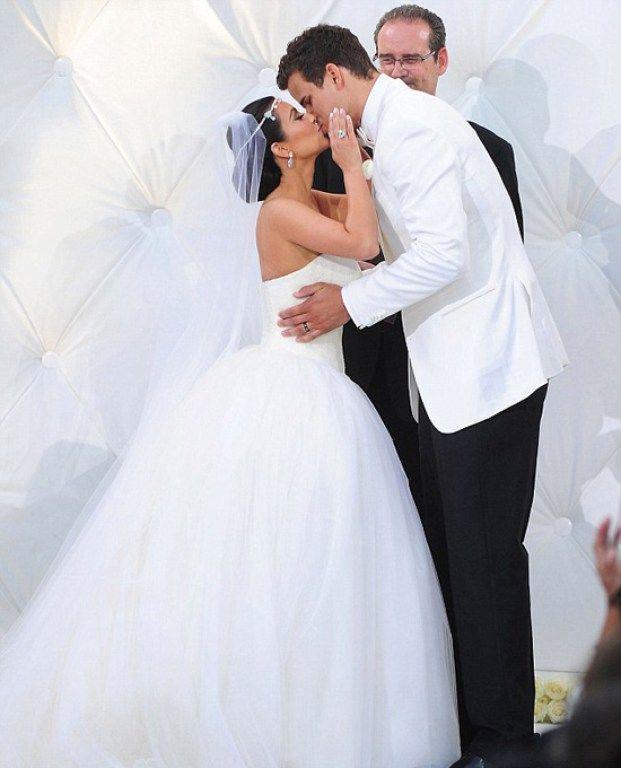 Casamento Kim Kardashian Kanye West Pronta Para O Sim Vestido De Baile De Casamento Vestido Casamento Civil Casamentos De Celebridades