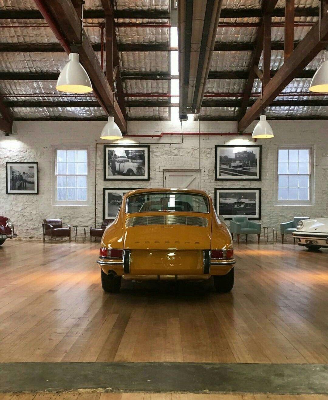 Epingle Par Jo Sur Auto Decoration Garage Garage Pour Voiture Interieur De Garage