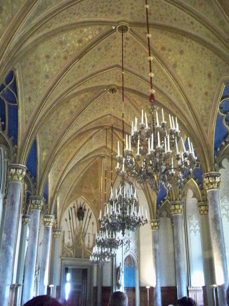 The Beautiful Gold Rib Vaulted Ceiling And Tiered Candle Chandeliers Of Der Grafensaal Count S Hall Hohenzollern Castle Castle Germany Castles
