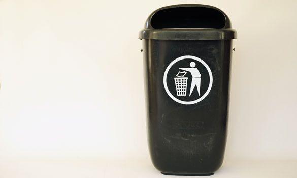 La poubelle noire