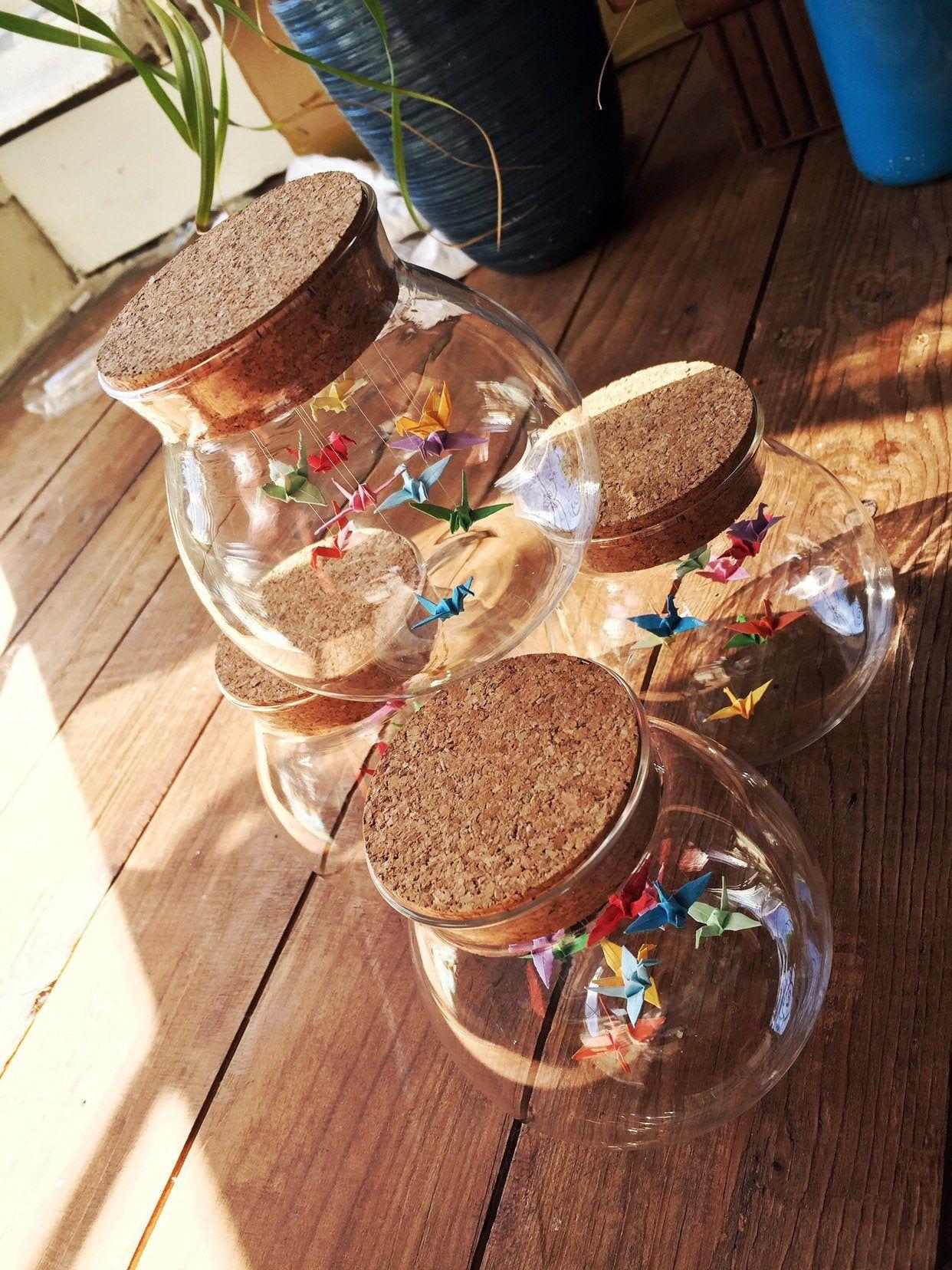 Photo of Origamivögel in einer Glasorigamiflasche / in einem Kran in der Glasflasche – Geschenk für sie – Hochzeitsbevorzugung – Origamivogel – kleiner Papiervogelfriedenskran