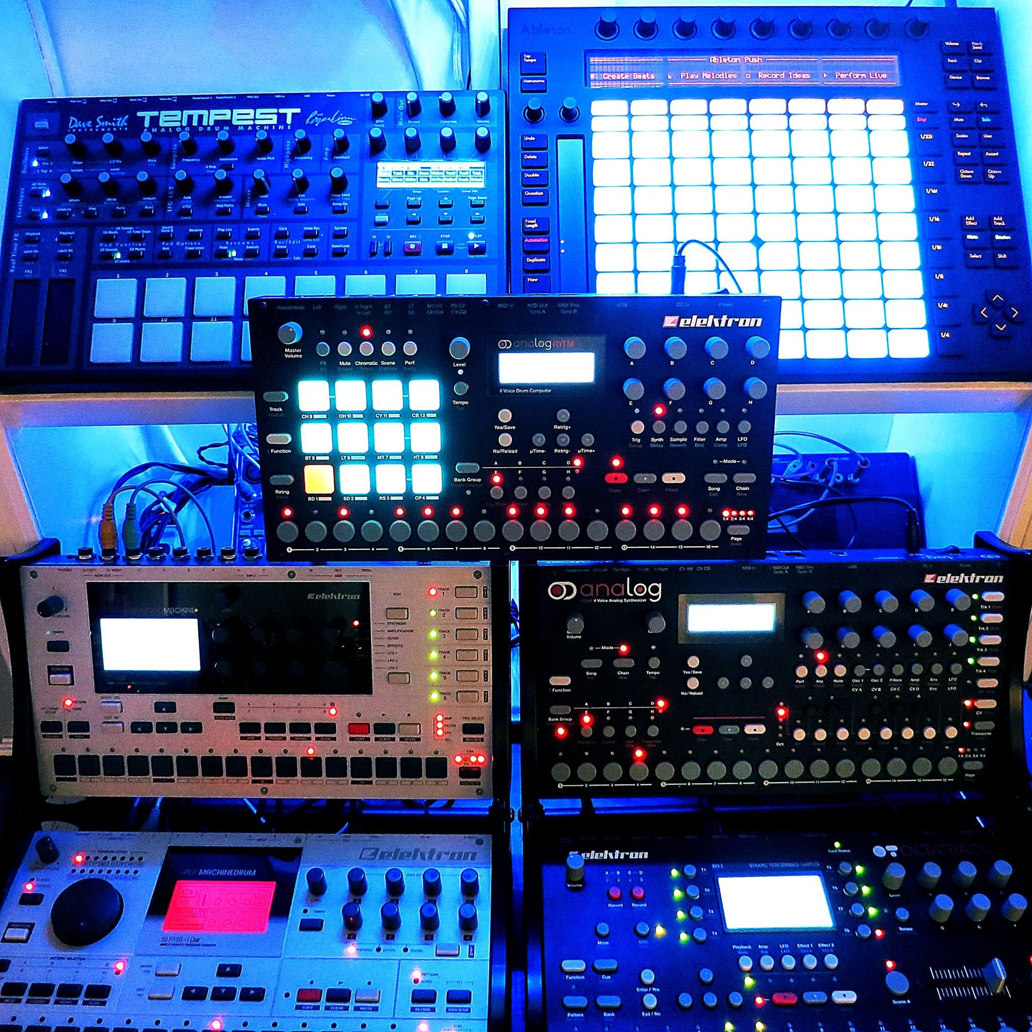 Time to make the beats Synthesizer music, Music studio