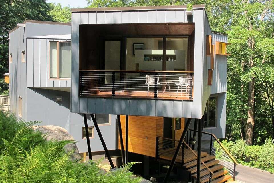 GOD UTSIKT: Arkitekten satte inn et stort vindu i den ene enden av huset.