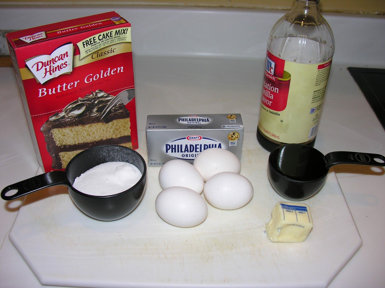 The Original Recipe Is From Duncan Hines Website It Is A Keeper Of A Cake Recipe Enj Cream Cheese Cake Recipes Boxed Cake Mixes Recipes Sour Cream Pound Cake