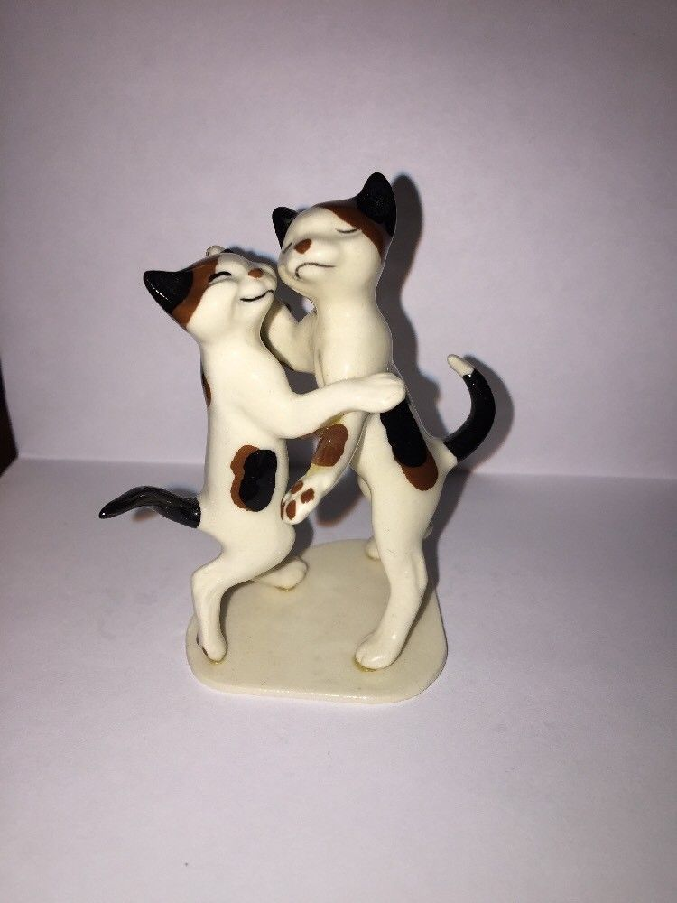 Retired Hagen Renaker Romantic Dancing Cats on Base