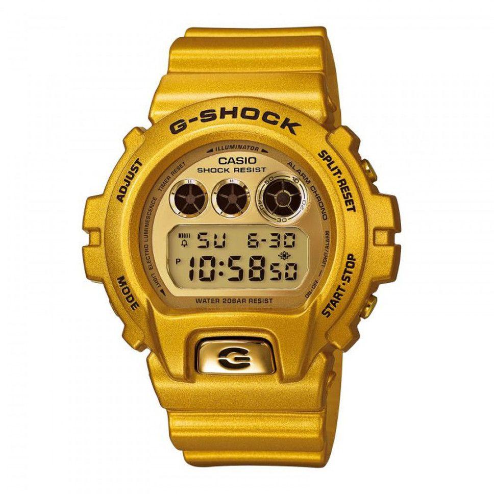 Die DW-6900GD-9ER von Casio ist eine dieser grandiosen G-Shock Uhren, die nicht nur jedem Retro-Outfitt den letzten Schliff geben, sondern neben einer zuverlässigen Zeitansage auch eine Vielzahl an Features mitbringt.