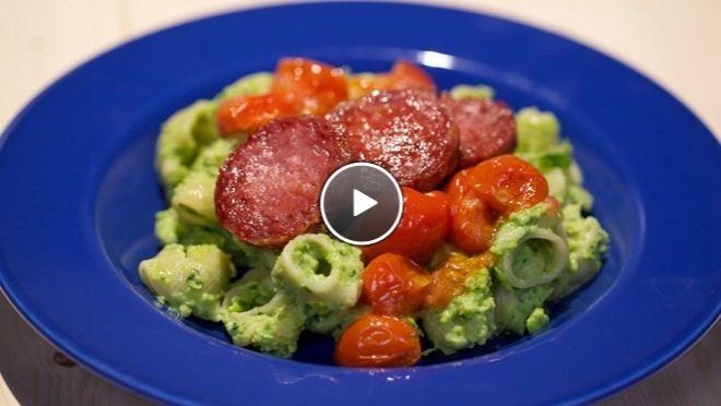 Pipe rigate met gebakken salami en groene ricotta - De Makkelijke Maaltijd | 24Kitchen