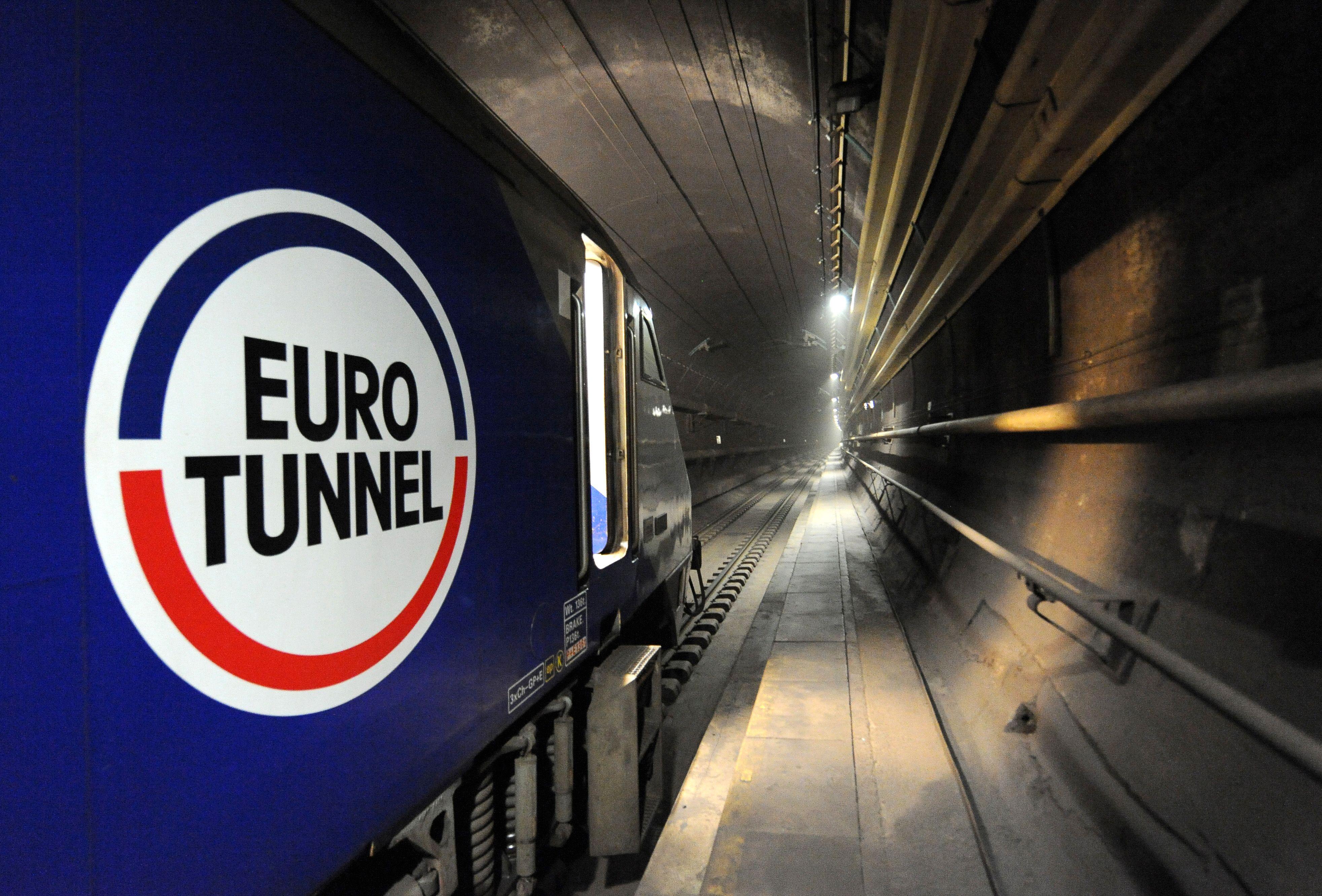 Le tunnel sous la Manche en anglais The Channel Tunnel ou