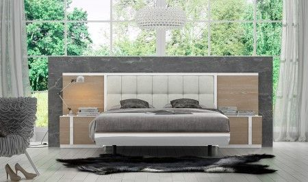 This modern bedroom set from the Fenicia range showcases a high