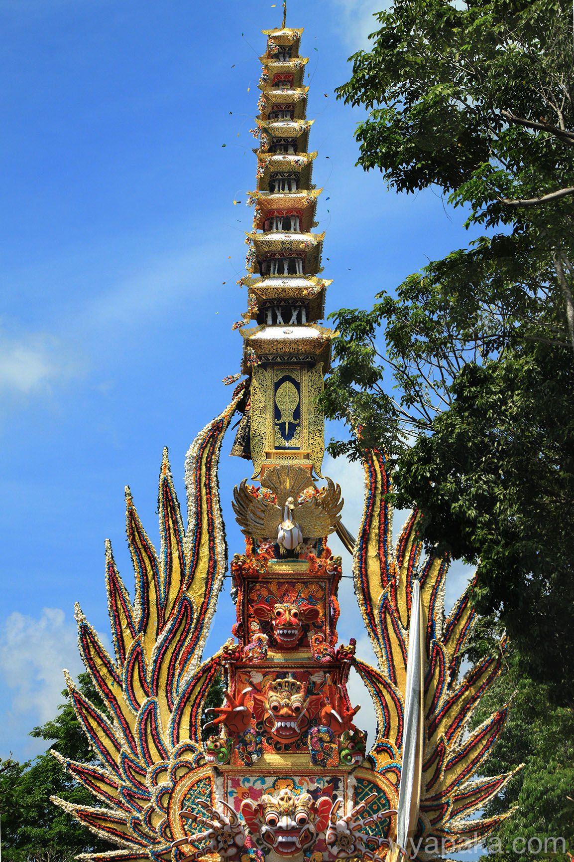Bade Pelebon Ceremony in Bali Picture