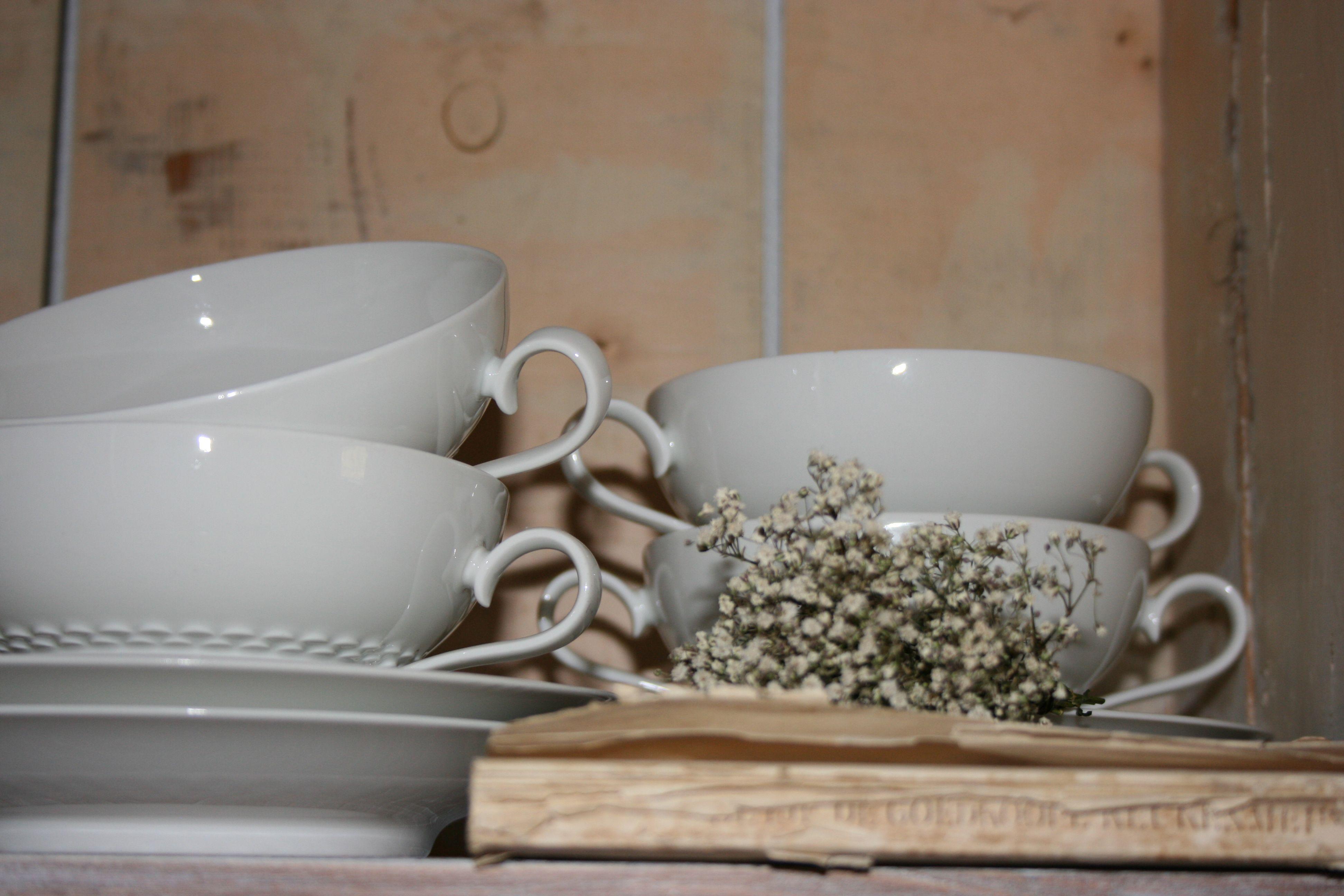 brocante soepkommen doen nu dienst als theekop